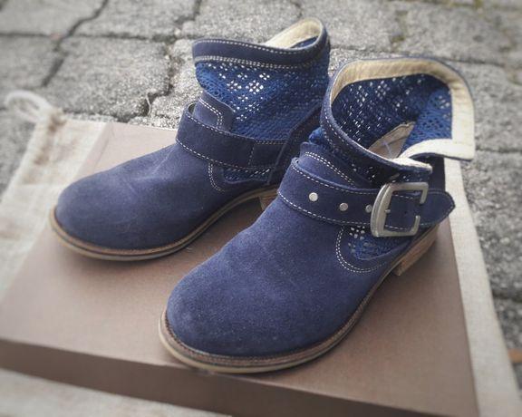 Botas azuis escuras