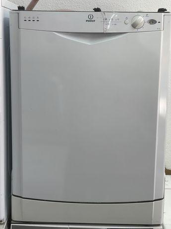 Máquina Lavar Loiça Indesit