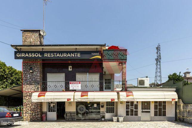 Moradia composta por 2 T3 e restaurante em Ponte, Guimarães