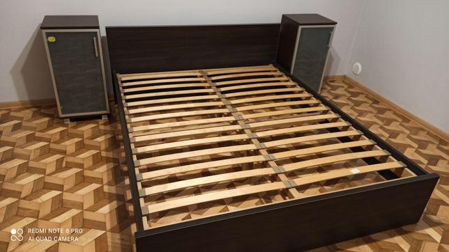 Łóżko do sypialni z szafkami BRW
