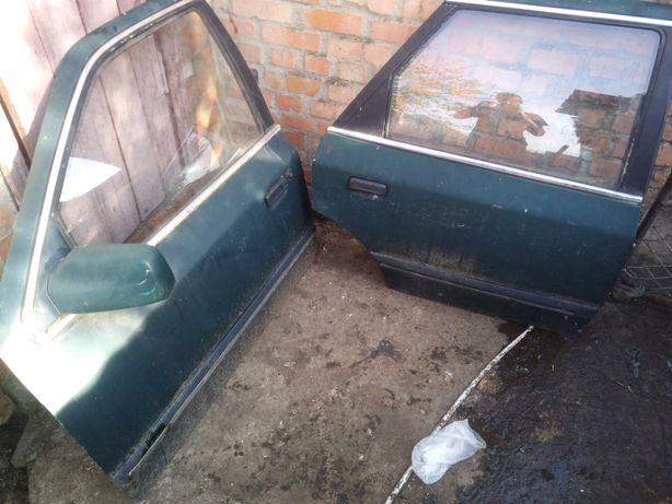 Продам капот двері на форд скорпіо