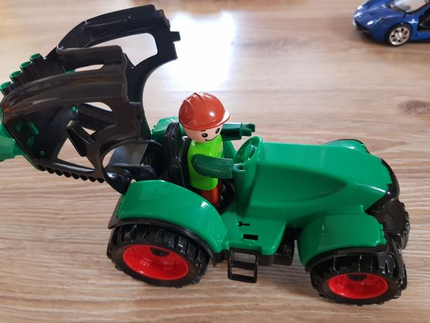 Traktor z ludzikiem :)