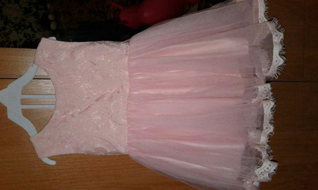 Продам  платье девочке  на  годик. Размер есть на фото ширина и длина.