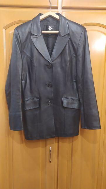 Продам женскую куртку-пиджак 3000 гр.
