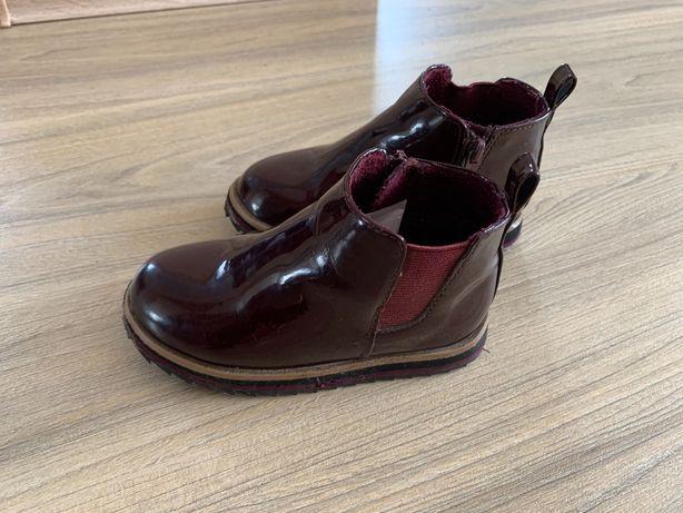 Лаковые демисезонные ботинки Zara