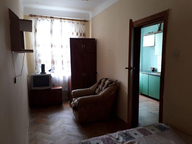 Здається квартира Б.Хмельницького 44