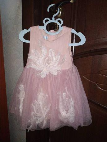 Нарядное платье на девочку 1,5-2 года