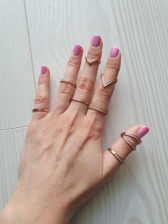 Pierścionki w kolorze różowego złota