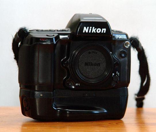 Nikon F90X + MB 10