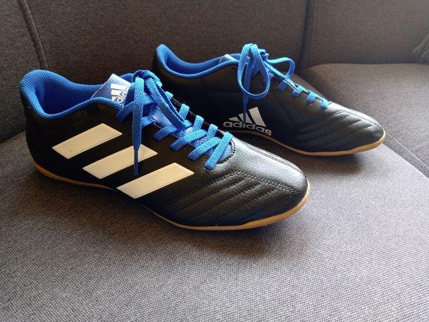 Buty halowe do piłki nożnej