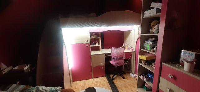 Biurko z łóżkiem