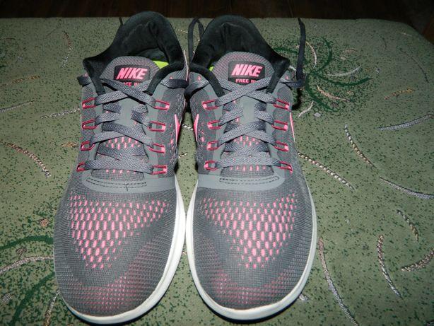 Кроссовки Nike Free run оригинал фирменные размер 40,5 стелька-26 см