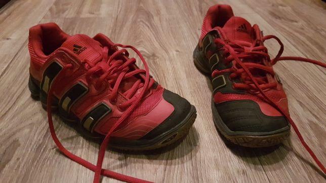 Adidas stabil 7 czerwone rozm. z metki = 40 - JEDNAK pasuje na rozm 39