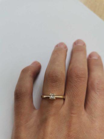 Кольцо с бриллиантом 750 пр с белого золото