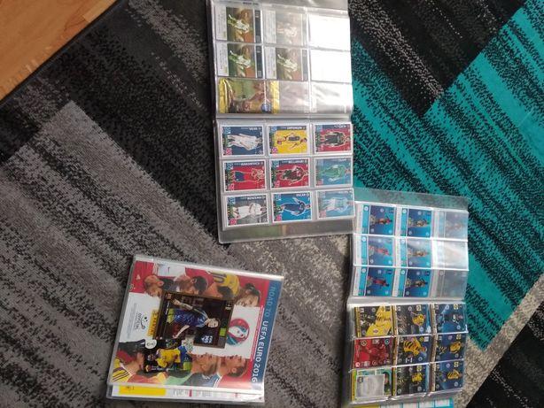 Albumy z kartami z piłkarzami