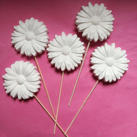 Gipsowy kwiatek na patyku 50 sztuk. Dzień Kobiet