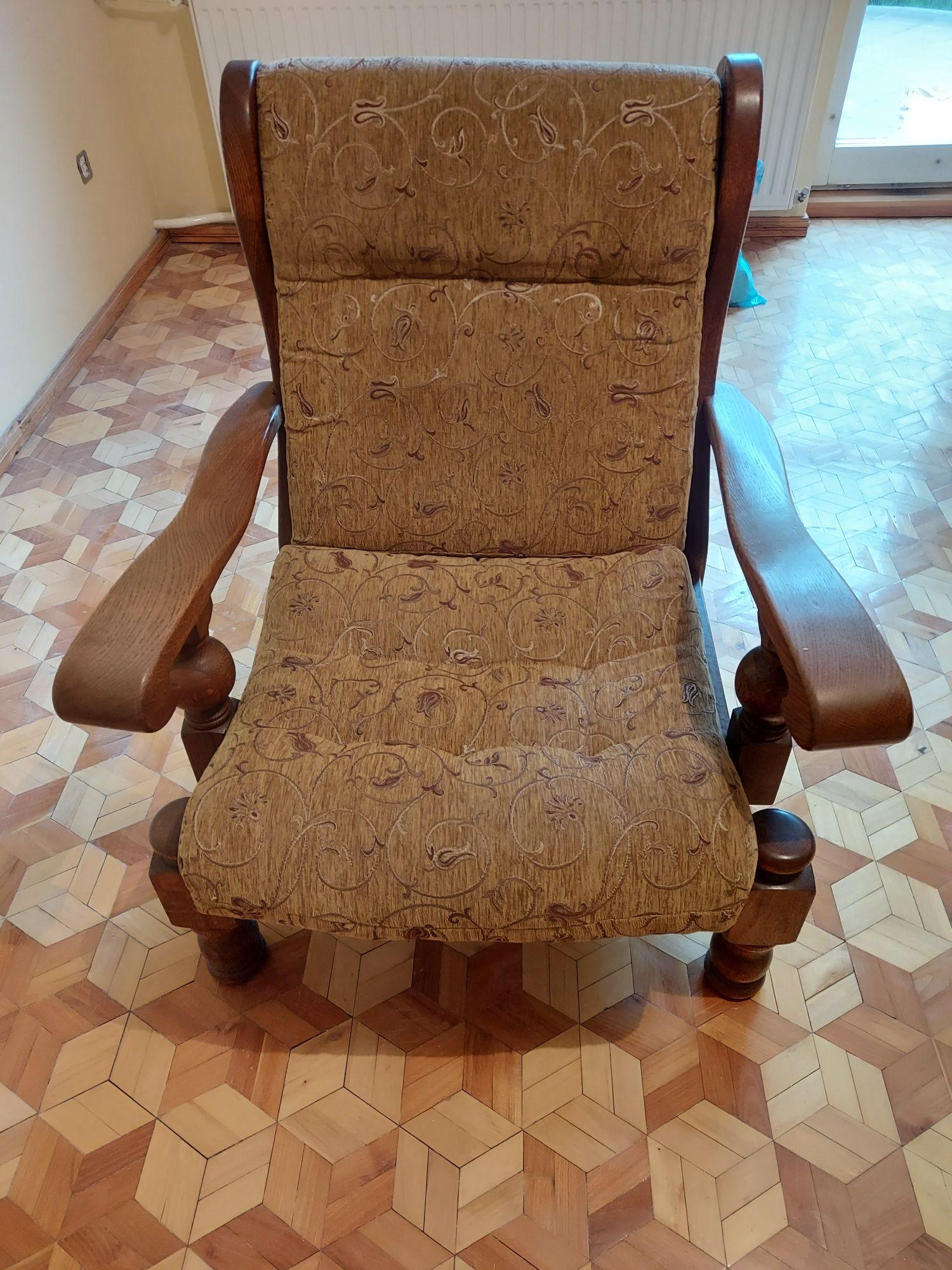 Fotel dębowy stary
