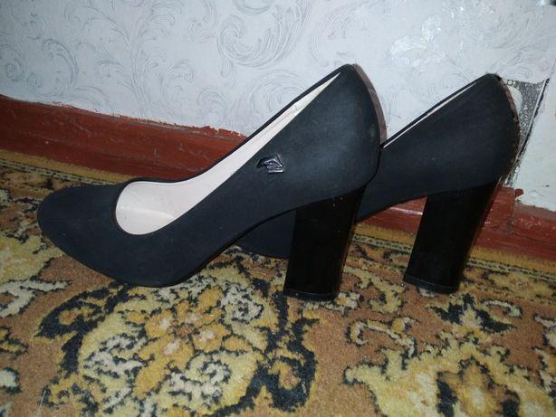Туфлі чорні замшеві