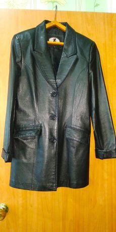 Кожаный женский пиджак удлиненный