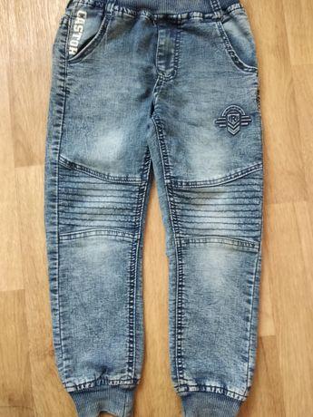 Продам джинсы на резинке для мальчика