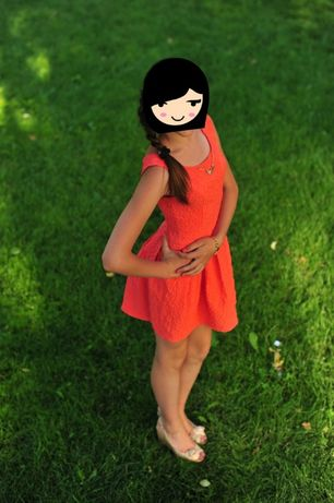 Платье на подростка персикового цвета.