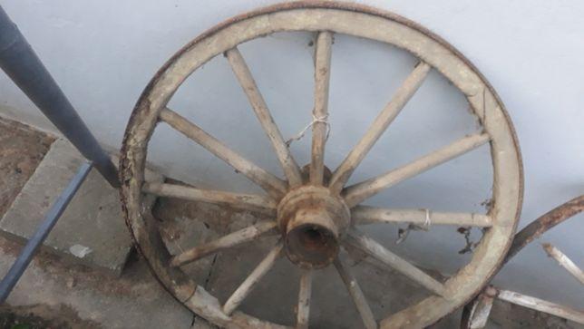 Kola z wozu drewniane na ozdobe