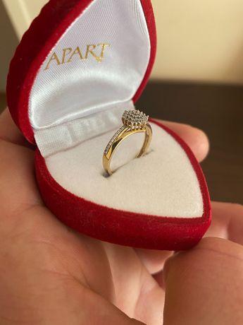Złoty pierścionek z diamentami (APART) pr. 585