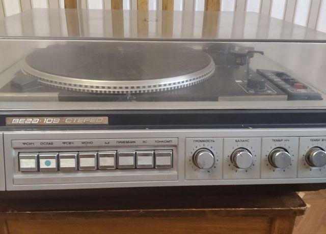 Аудиосистема проигрыватель Вега 109 и акустич.системы 15 АС 109 к нему