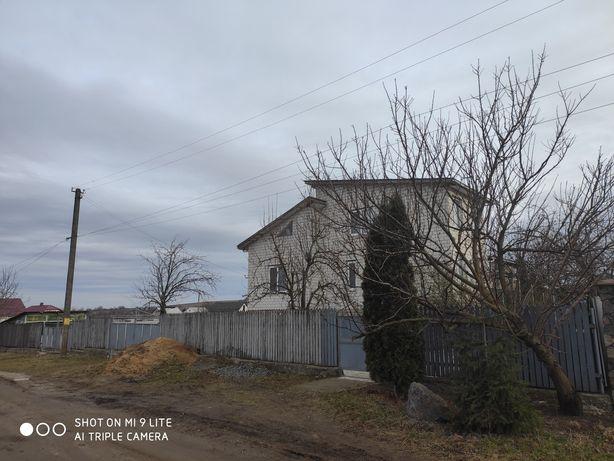 Продається цегляний будинок.