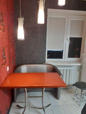 З кімнатна квартира по проспекту Відродження.