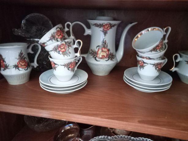 Продам сервиз чайник чашки