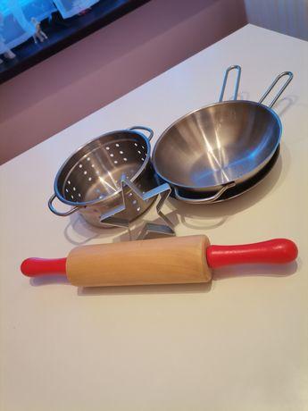 Zestaw metalowych sprzętów kuchennych dla dzieci