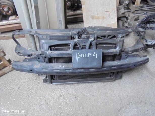 VW Golf IV frente c/ radiadores