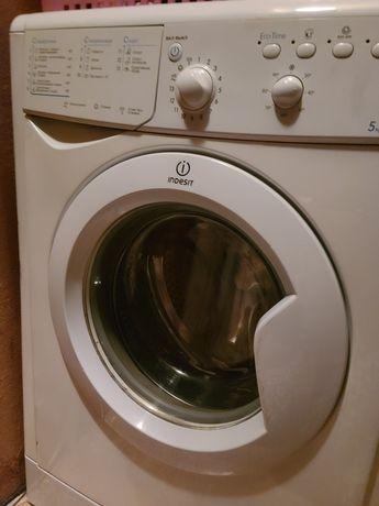 Машинка стиральная indezit