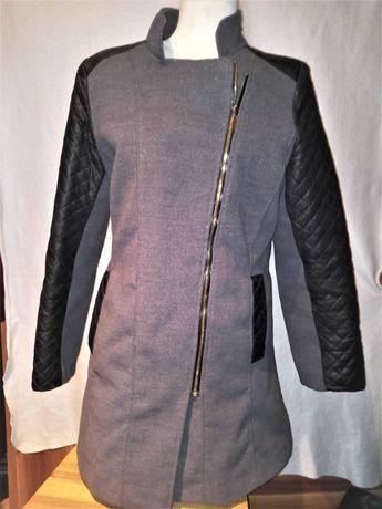 Włoski luksusowy płaszcz Ramoneska z pikowanymi rekawami jak nowy