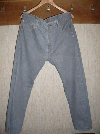 Продам джинсы Levi S