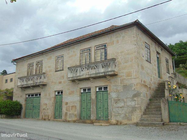 Moradia de pedra em Fornos de Algodres, Guarda.
