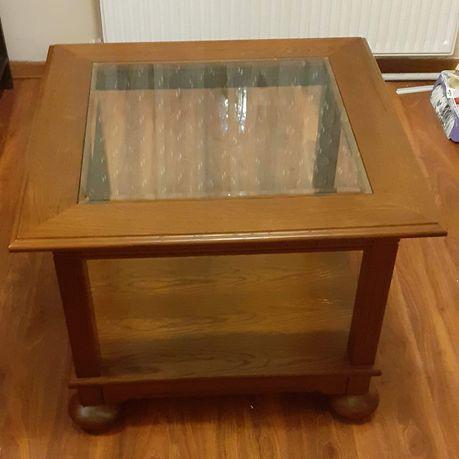 Przepiękny drewniany stolik kawowy w stylu Ludwikowskim.