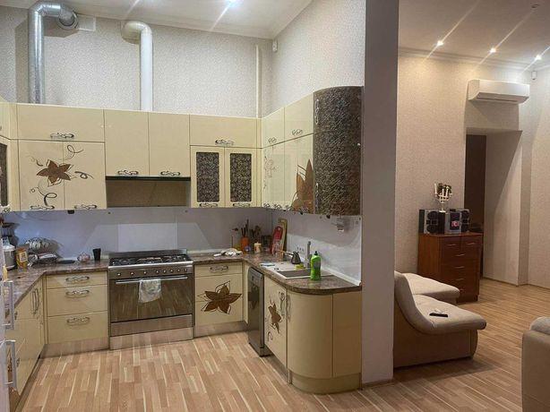 В продаже 4-х комнатная квартира в паре кварталов от Дерибасовской.