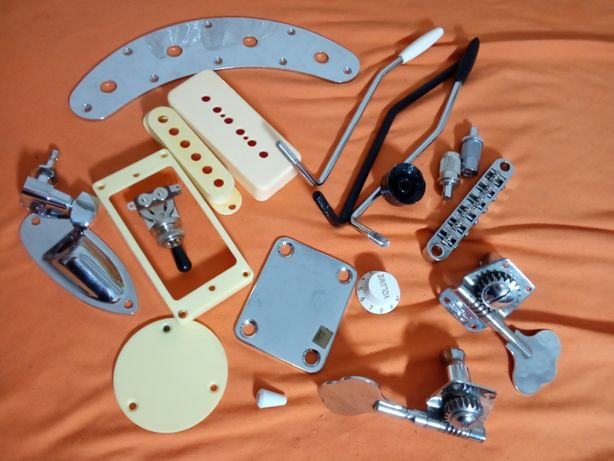 Mnóstwo części gitarowych
