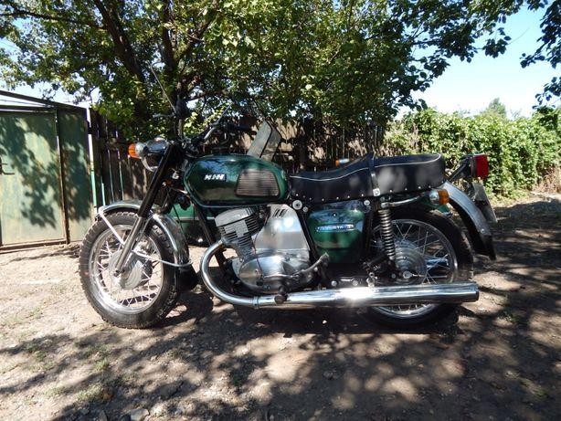 Мотоцикл восьмидесятых ИЖ Планета-3 для коллекции.