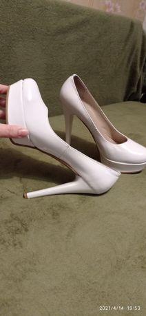 Лаковые белые КОЖАные туфли, свадебные, 40.