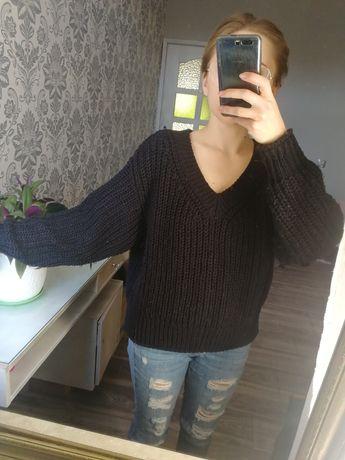 Sweter w serek granatowy