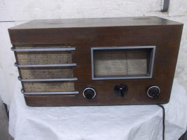 Zabytkowe Niemieckie radio AEG 3-26W
