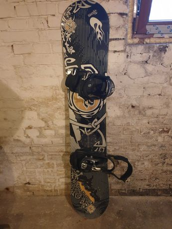 Snowboard Raven z butami i wiązaniami