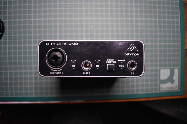 Interface de som USB Behringer U-Phoria UM2