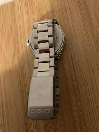 Relogio com bracelete de metal Casio