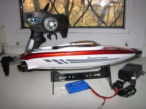 Катер радиоуправляемый Boat 333-777 длина 38 см, скорость 25 км/ч.