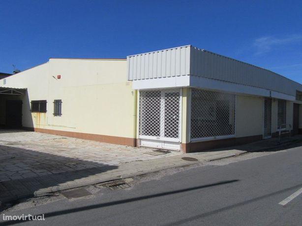 Edifício para diversos fins comerciais na Serra Porto D'U...
