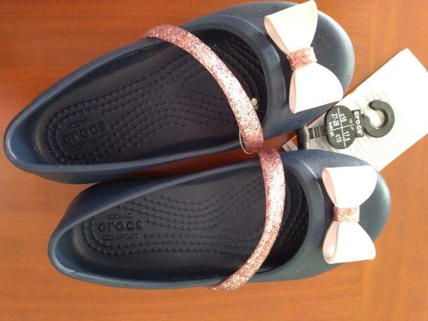 Sapatos Crocs de menina, novos e giríssimos! (tam. 27, C10)